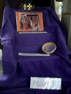 Biblia interactiva. Herodes. Se burla de Jesús. en la cesta se ponen pañuelos de seda recordando riquezas de herodes