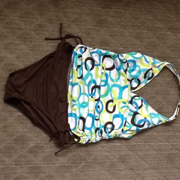 La Blanca halter tankini Gorgeous La Blanca two-piece halter tankini. Halter top and sides are adjustable. Top is patterned and bottom is solid brown. In very good condition, from a clean, smoke-free, pet-free home. La Blanca Swim Bikinis