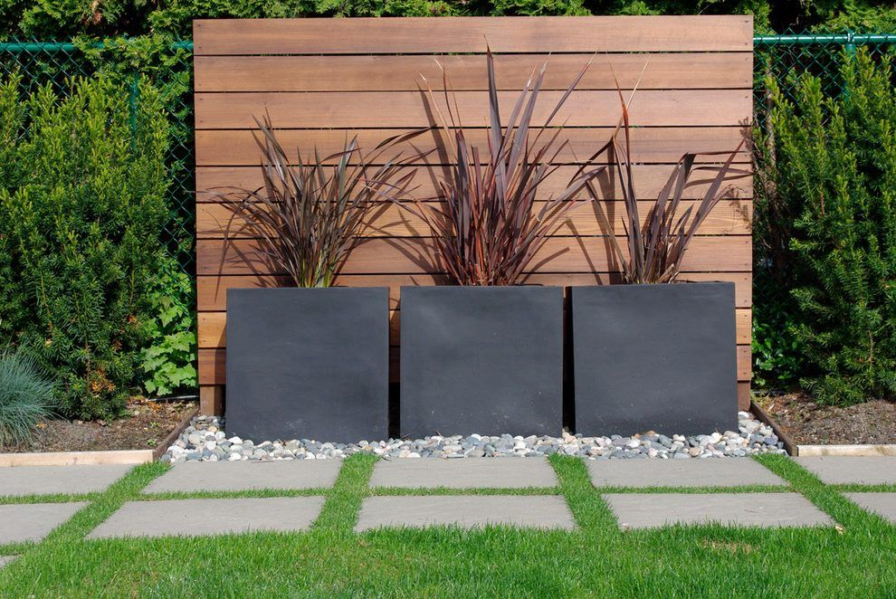 Cedar Accent Wall Landscape Modern With Wood Slat Wall Metal Stair And Step Lights Modern Garden Design Modern Landscape Design Modern Landscaping