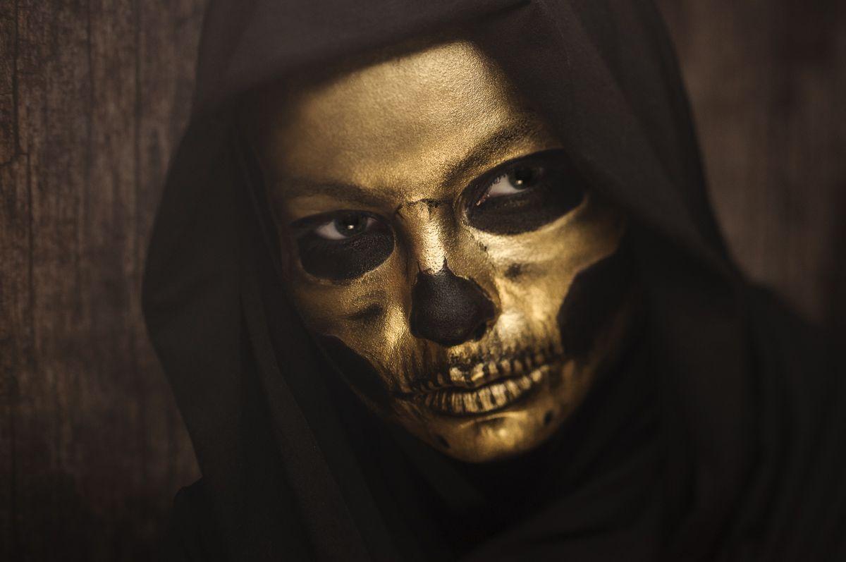 gold skull halloween makeup with Kryolan Supracolor - HALLOWEEN ...