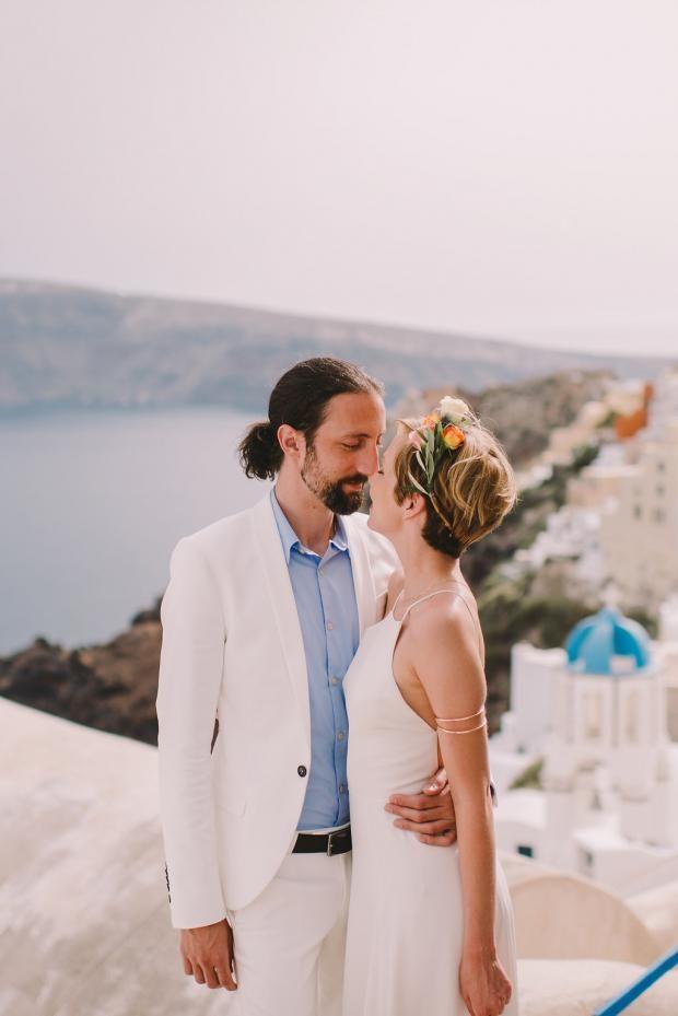 Bohemian Modern Wedding In Santorini Greece Tie The Knot In Santorini Short Hair Bride Pixie Wedding Hair Short Wedding Hair