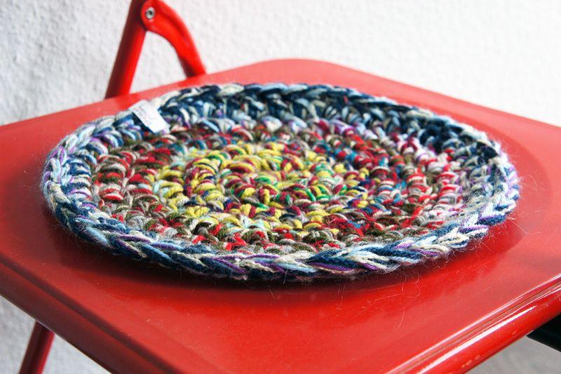 Rundes Sitzkissen In Bunten Farben Gehäkelt ø 28 Cm Crochet