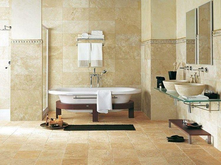 freistehende Badewanne mit Holzgestell Travertin Fliesen