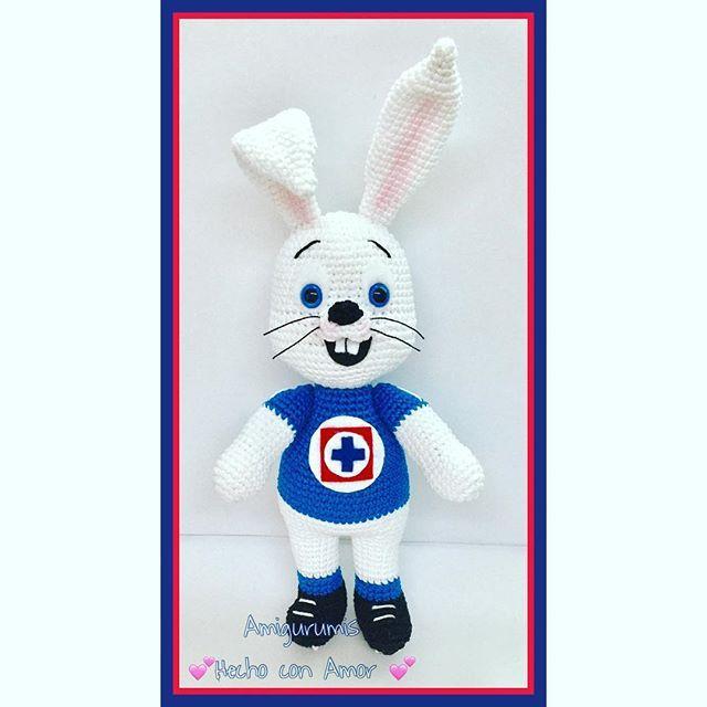 Conejo del cruz azul Amigurumi. #amigurumis #hechoconamor ...