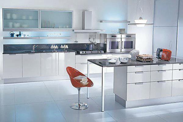 Reforma cocina abierta moderna con isla, encimera color gris ...