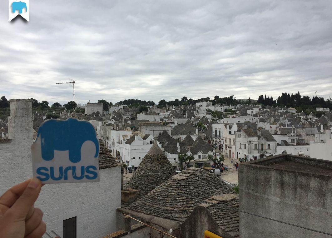 #Surus in mezzo ai trulli di #Alberobello in Puglia (Italia) / Surus in Alberobello (South of Italy) ☛ www.surus.org