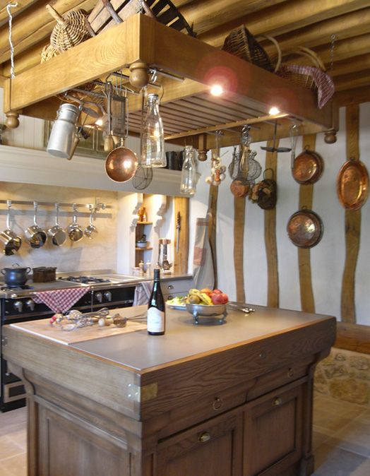 une cuisine la mesure d un manoir de style campagnard ambiance traditions cuisines malegol. Black Bedroom Furniture Sets. Home Design Ideas