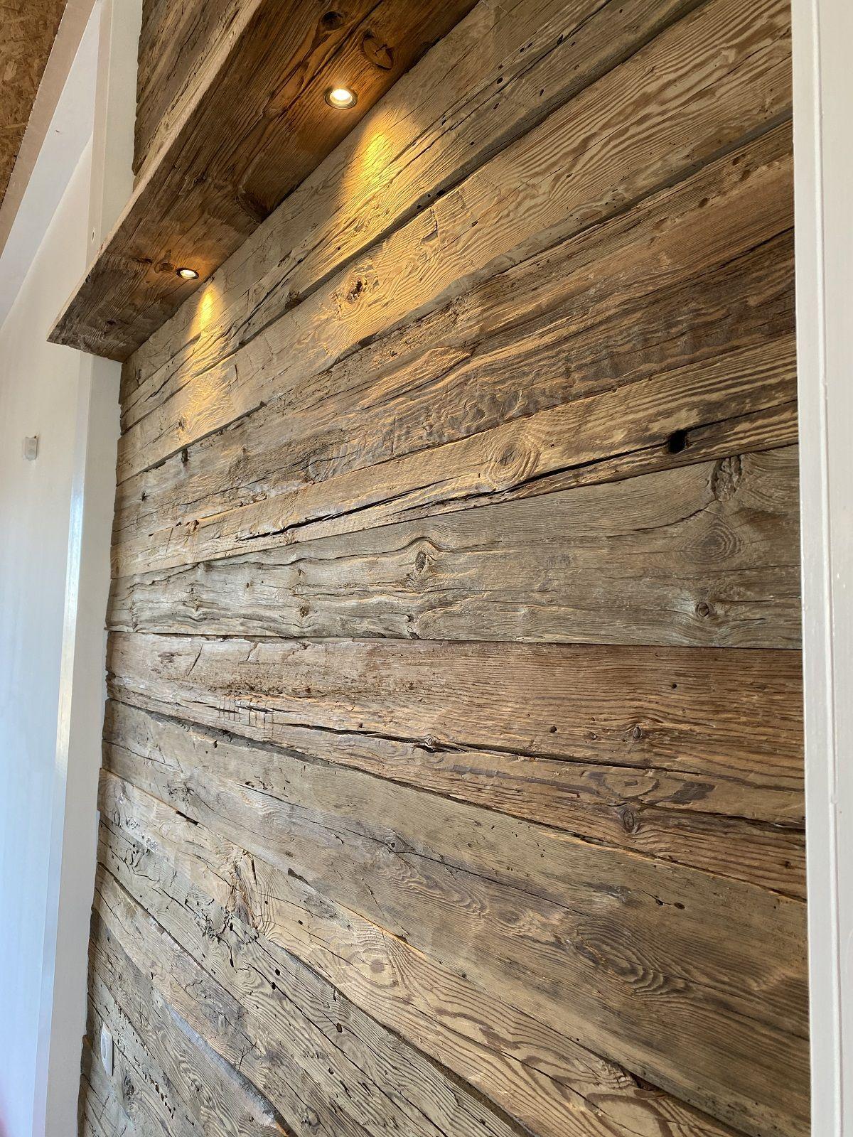 Rustikale Wandverkleidung Handgehackte Altholz Bretter Vintage Holz In 2020 Altholz Wandverkleidung Wandverkleidung Holz Wandverkleidung