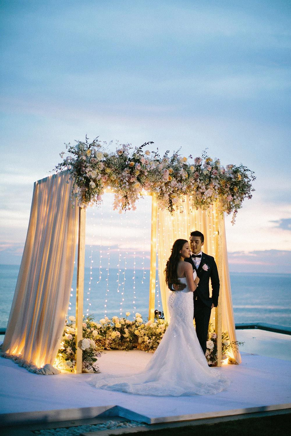 Mesmerizing Phuket Wedding with Soft Pastels ⋆ Ruffled – Boda fotos