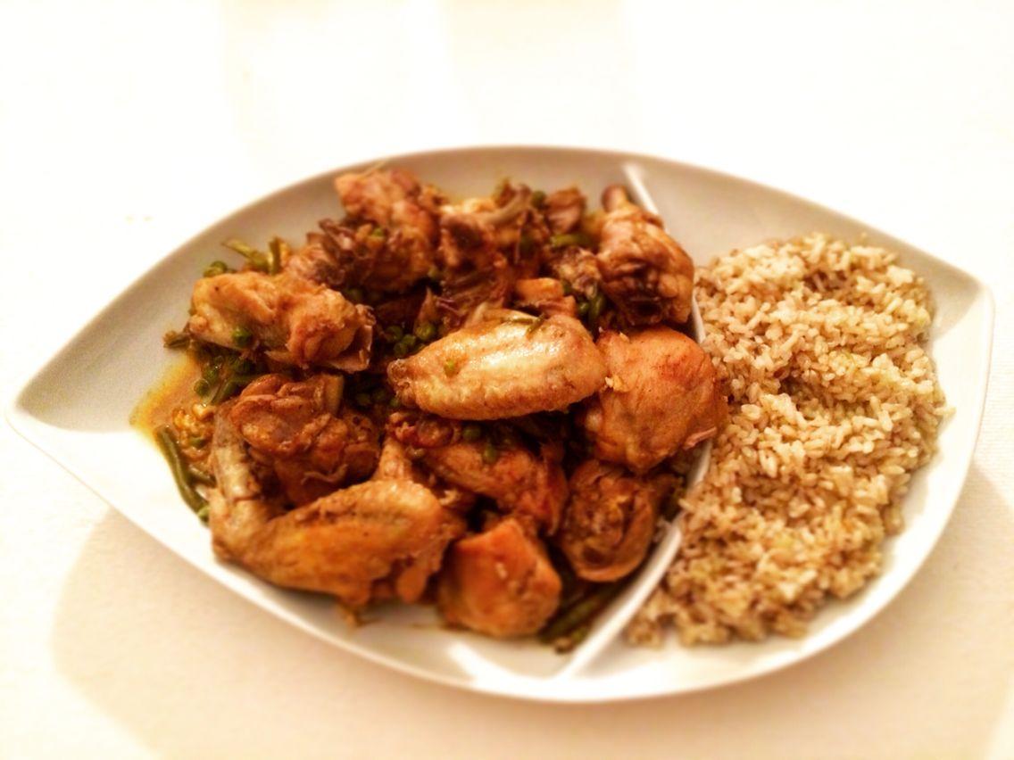 Curry di pollo con riso integrale