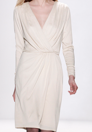 Google Afbeeldingen resultaat voor http://coolspotters.com/files/photos/363689/tadashi-shoji-fall-2010-rtw-hammered-silk-crepe-long-sleeve-dress-profile.png