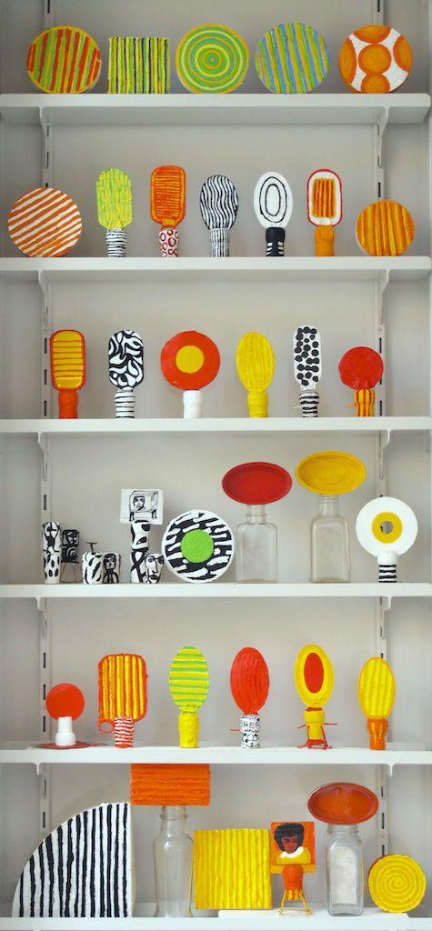 Cajas, corchos, chapitas, tapas y demas objetos de reciclaje. Acrílico Daniel Herce