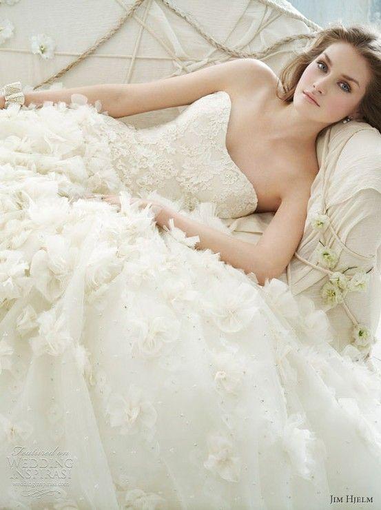 Que significa sonar con 3 vestidos de novia