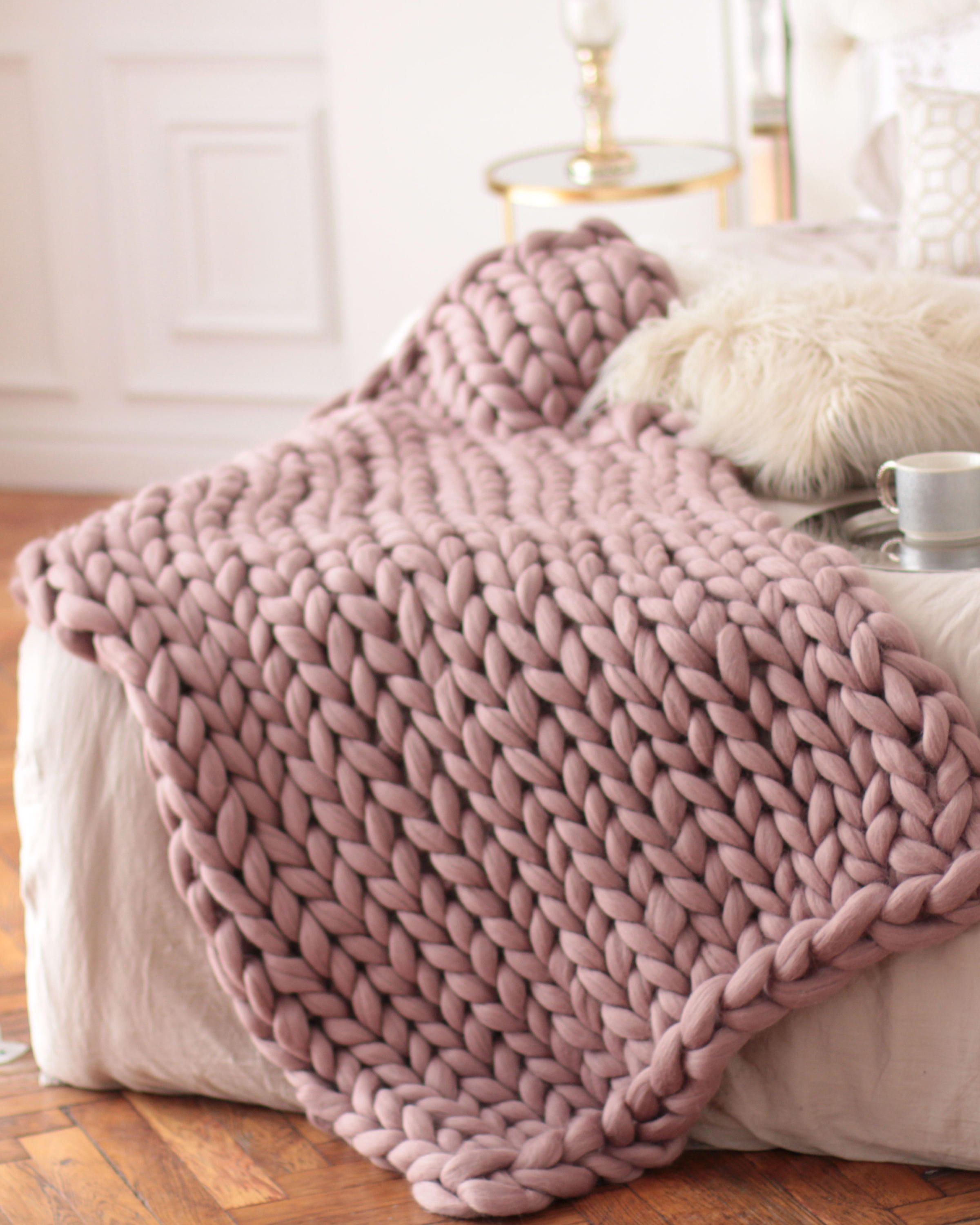 Watch A knitted throw blanket for cozy nights in video