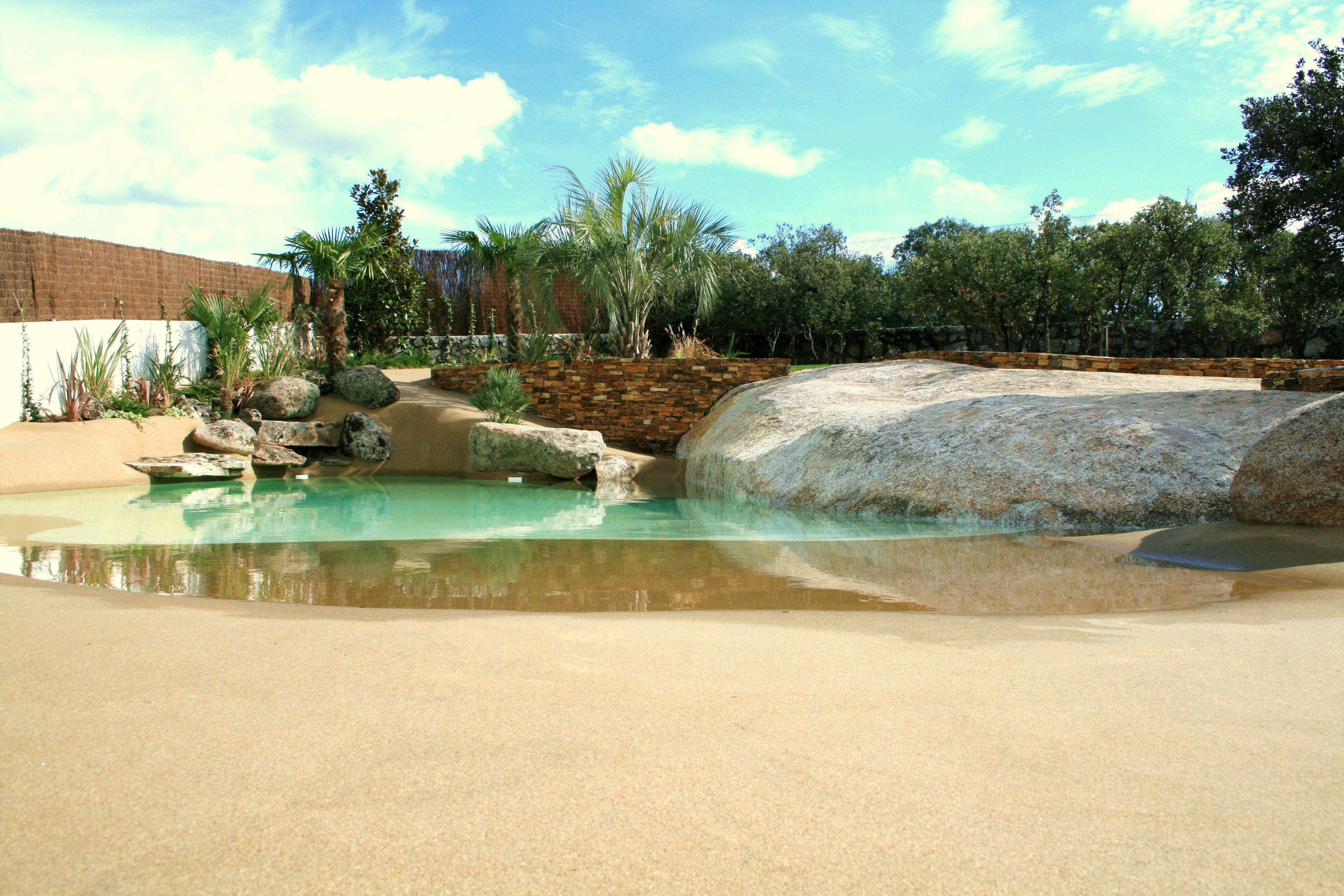 esta preciosa piscina de arena está situada en una vivienda