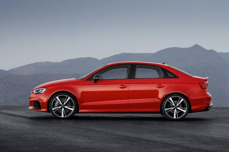 Galerie - Audi představila nového člena rodiny RS. RS3 Sedan má 400 koní a vypadá jako návrat ke starým dobám, kdy byla auta malá a svižná.