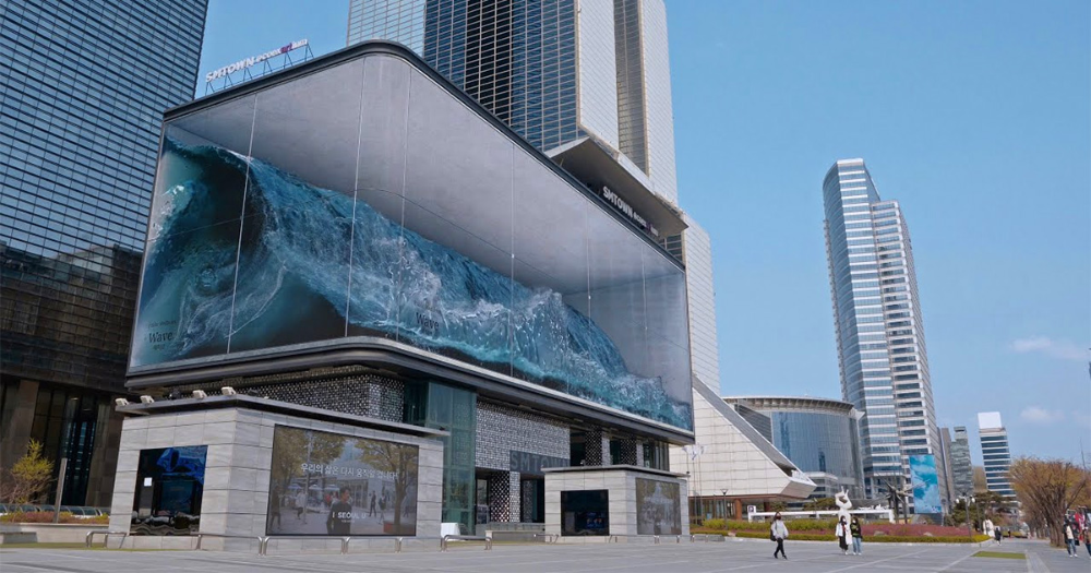 A Massive Wave Crashes In A Seoul Aquarium As Part Of The World S Largest Anamorphic Illusion Giant Waves Installation Art Waves