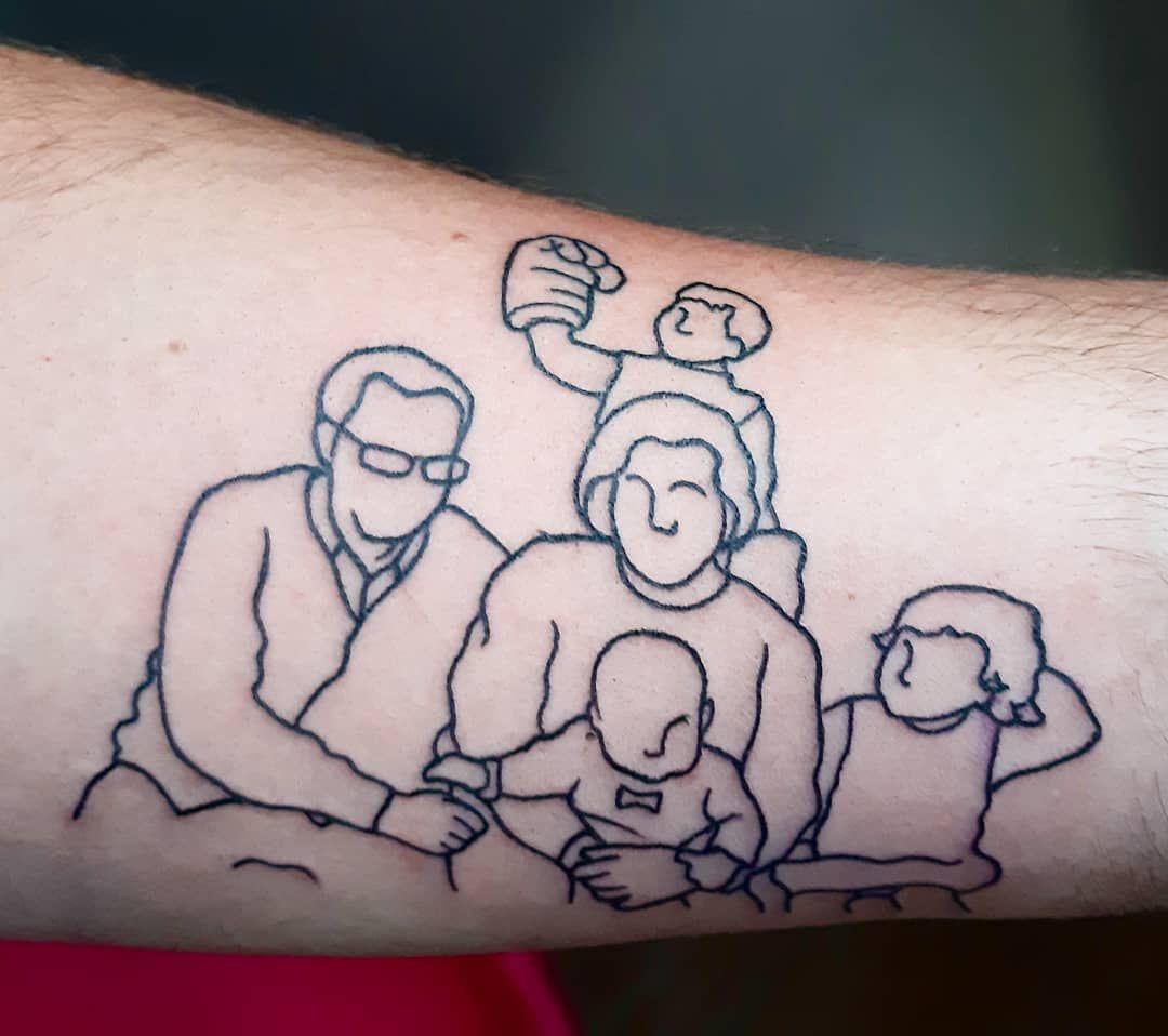 Abuelos y nietos, que importante la Famila... 💖 Se lo hice ayer a mi amigo, enfermero de quirófano, él sabe bien la importancia de la vida... #tattooworkers #tattooline #tattooworld #worldtattoo #tattoowork #tattoodesign #tattoofamily #tattoofamilia #tattoo #tattoos #tatuajes #tatuaje #granadatattoo #instatattoo #tattooofinstagram #inktattoos #ink #inked #inkstagram #familyportrait #familia #familiatattoo