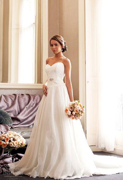 Nét nữ tính trong áo cưới Naomi Neoh - Yahoo! Nang