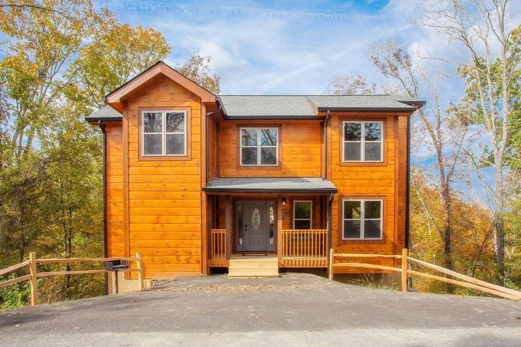 A Bear S Alpine Splash 2 Bedroom Pigeon Forge Rental Luxury Log Cabins Cabins In The Smokies Cabin