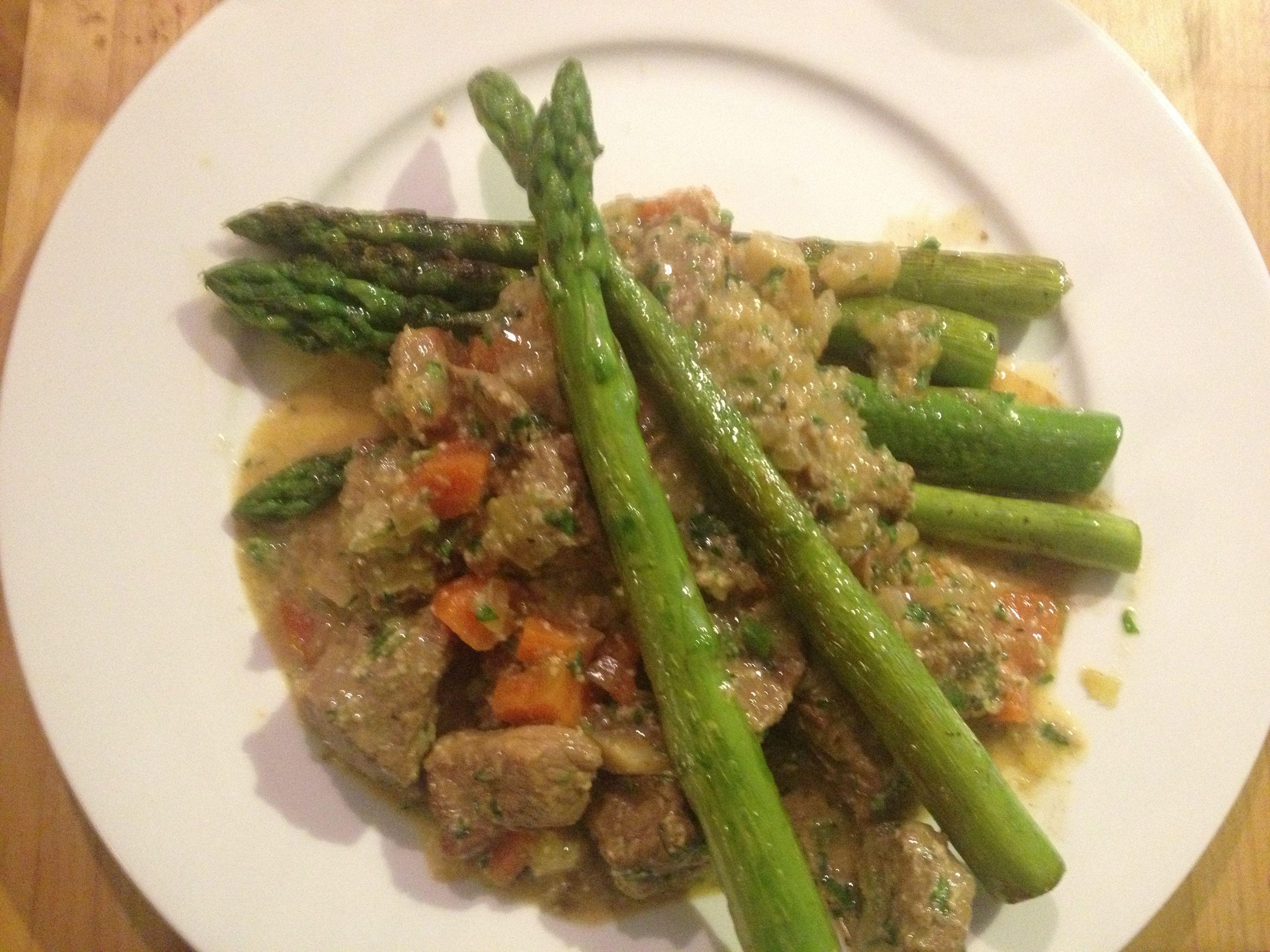 Blanquette de veau au canelle with green aspargus.