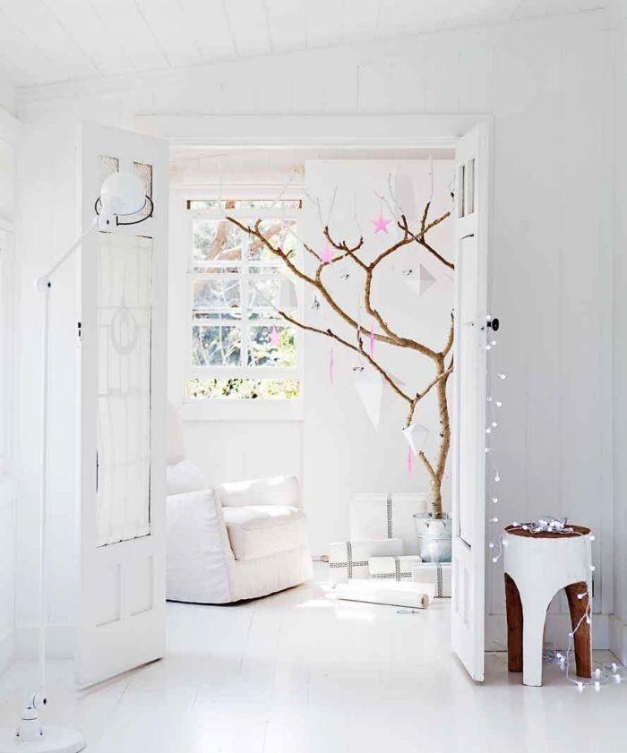 skandinavische weihnachtsdeko in wei baumschmuck aus. Black Bedroom Furniture Sets. Home Design Ideas