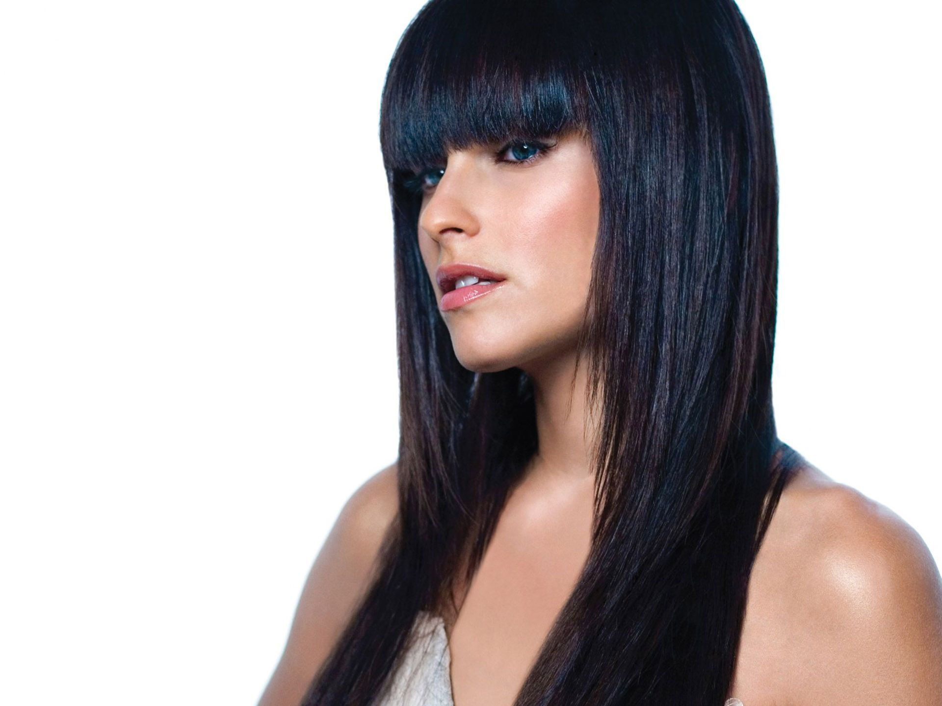 Nelly-Furtado-Hot-Singer-Blue-Black-Hair.jpg (1920×1440