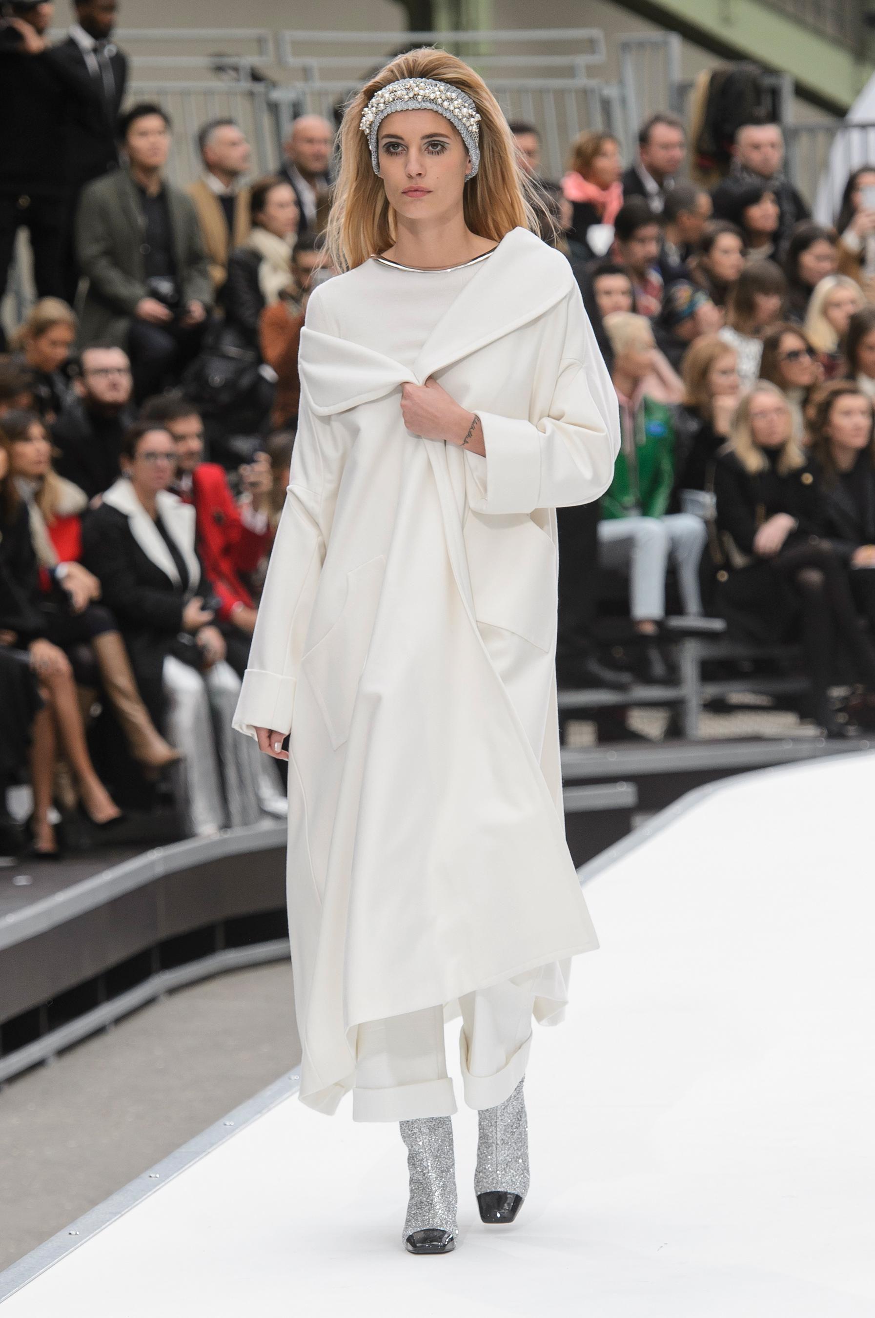 Chanel fashion show 2018 video 8