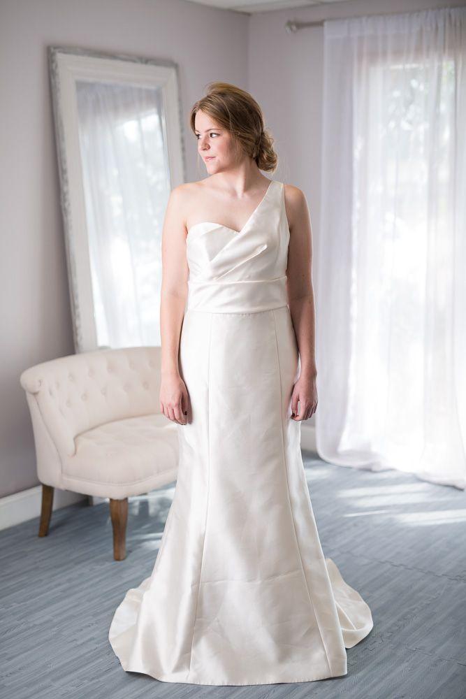 Amsale New Never Worn Lara Wedding Dress For Rent Or Sale On Borrowing Magnolia One S Rental Wedding Dresses Wedding Dresses Buy Wedding Dress Online