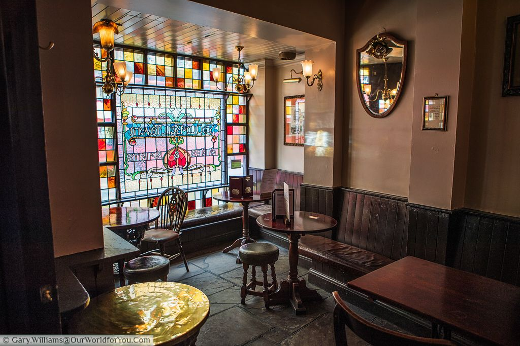 The Old Bell Tavern.  A traditional pub in the City of London, on Fleet Street, London, England, UK