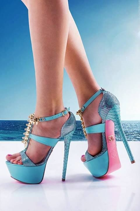 Fashion #sandals love these colours together.