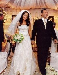Leah Remini Married Angelo Pagan At The Four Seasons Las Vegas In 2004 Celebrity Bride Celebrity Wedding Photos Hollywood Wedding