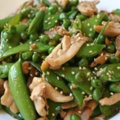 10 minutes prep time|Serves 4    2 Tbsp vegetable oil  1 Tbsp chopped garlic  8 oz ground chicken or turkey  2 Tbsp low-sodium soy sauce  1 tsp sugar (optional)  ½ tsp salt or to taste  ¼ c low-sodium chicken stock or water  ½ c fresh or frozen peas    1. Heat wok or large deep skillet over medium-high heat. Add oil and swirl to coat pan. Add garlic and toss well until fragrant, about 30 seconds.    2. Add ground chicken, breaking up meat into small pieces with spatula. Spread in an even…