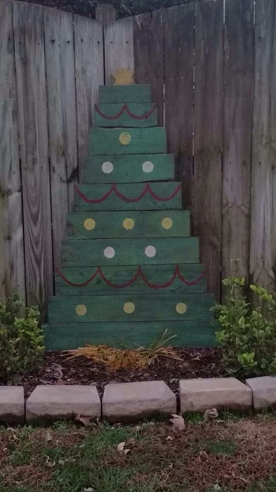 Ryan and I made our first Christmas tree out of pallets.