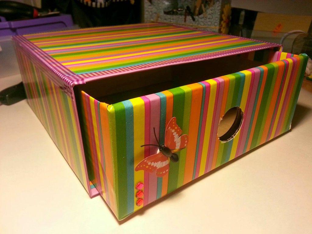 Ideas para reciclar las cajas de cart n de tu hogar for Cajas de carton decoradas