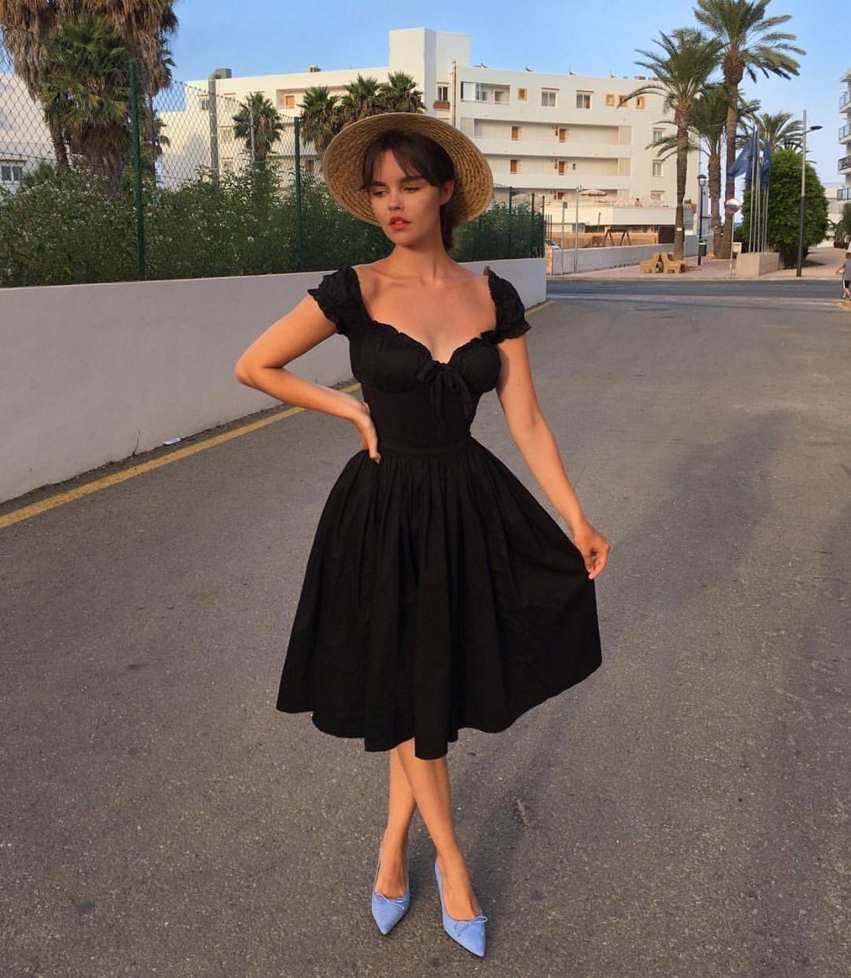 Vintage Style Fashion Pretty Outfits Beautiful Dresses [ 1427 x 1242 Pixel ]