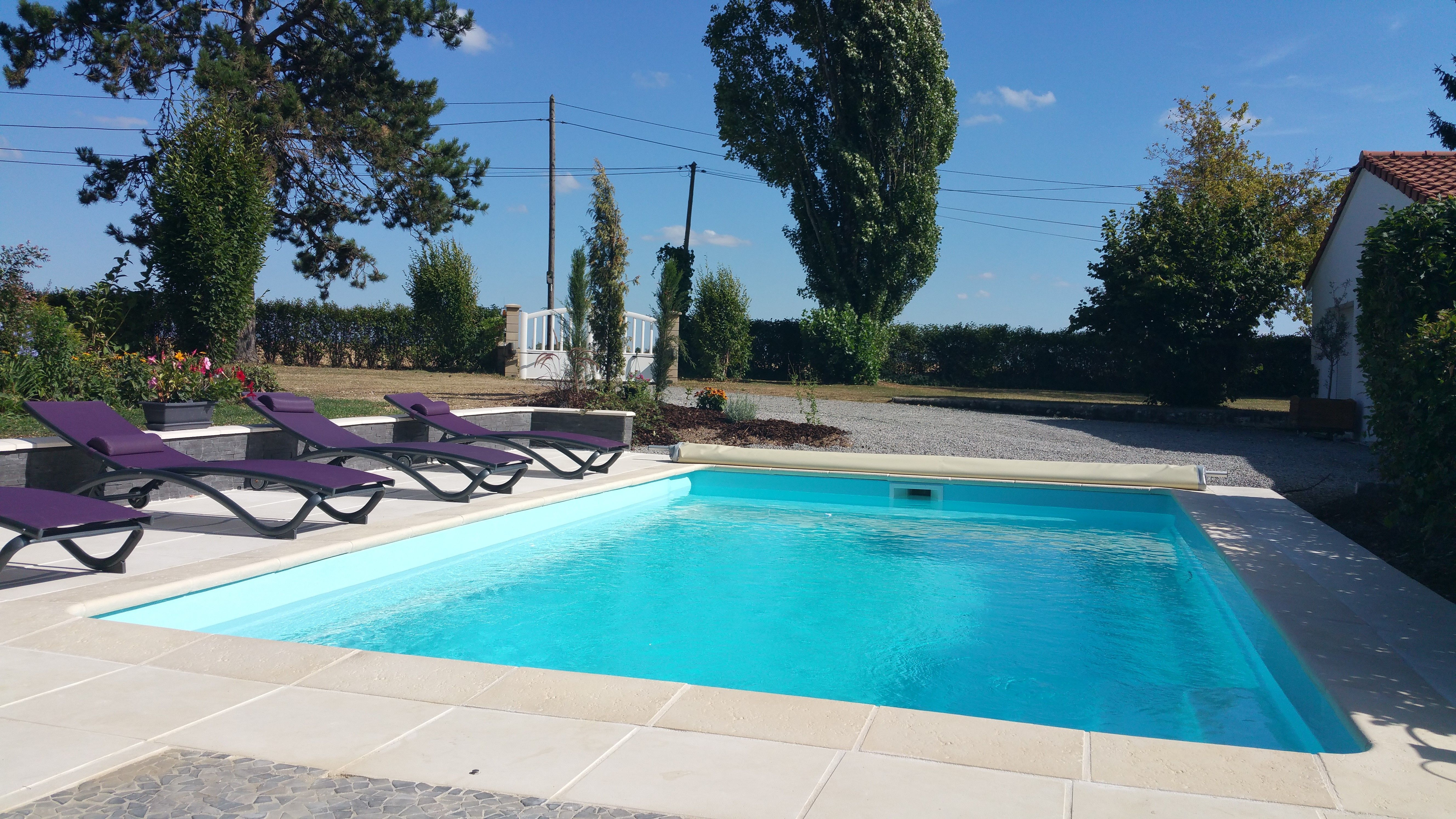 Piscine Coque Polyester Forme Rectangulaire 7x4 A Fond Plat