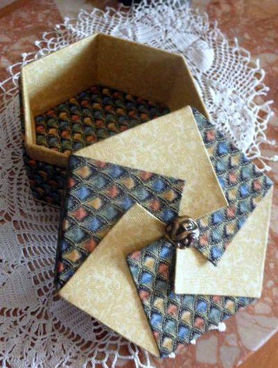 boite hexagonale avec couvercle origami cartonnage pinterest couvercle origami et boite. Black Bedroom Furniture Sets. Home Design Ideas