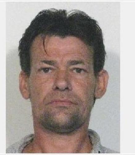 VALENCIENNES - Un homme grièvement blessé au square du Rieur la police lance un appel à témoins http://vdn.lv/zXQd9H