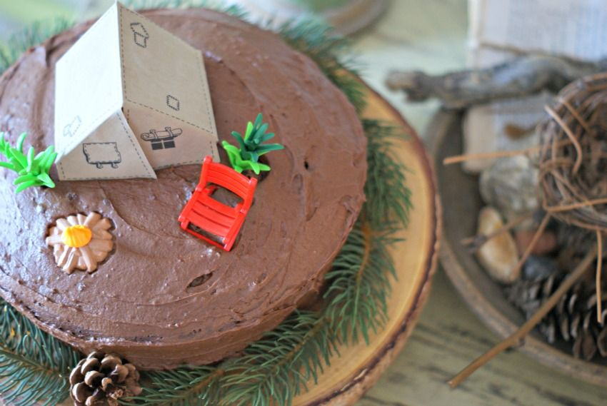 Easy camp cake with playmobile toys