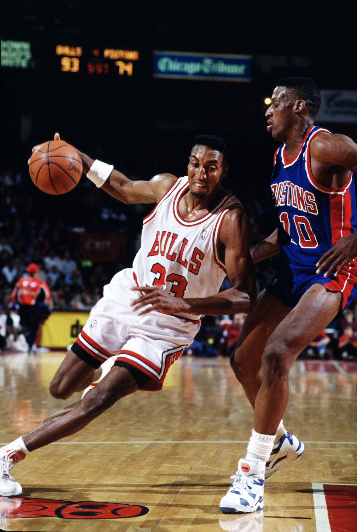3e0f3d60e737 1990-Scottie-Pippen-drives-on-Dennis-Rodman-vs-DET