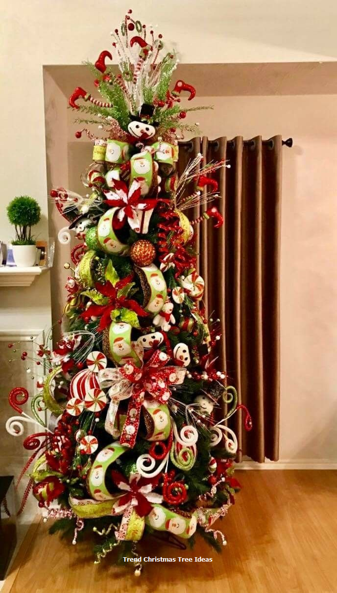 hese ideas are worth trying this time on the Christmas. Your tree would garner more praises than the readymade ones. Share these amazing and quick Christmas tree ideas with others to make your Christmas tree best in the town. #christmastreeideas