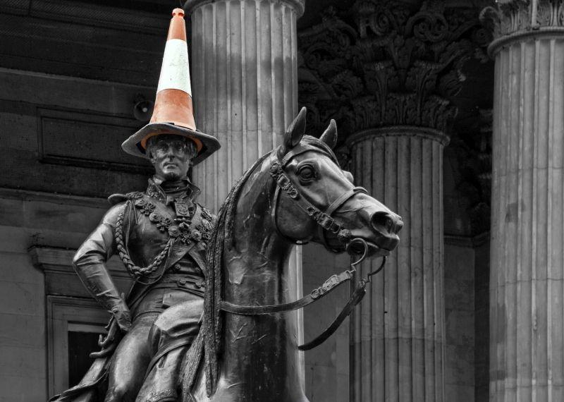 Duke Of Wellington Statue In Glasgow Permanently Wears A Traffic Cone Glasgow Statue Wellington
