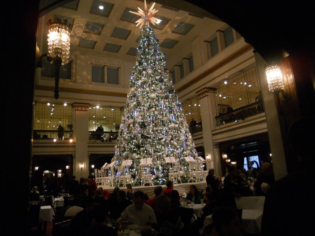 Memories of eating under the Christmas Tree in the Walnut Room ...