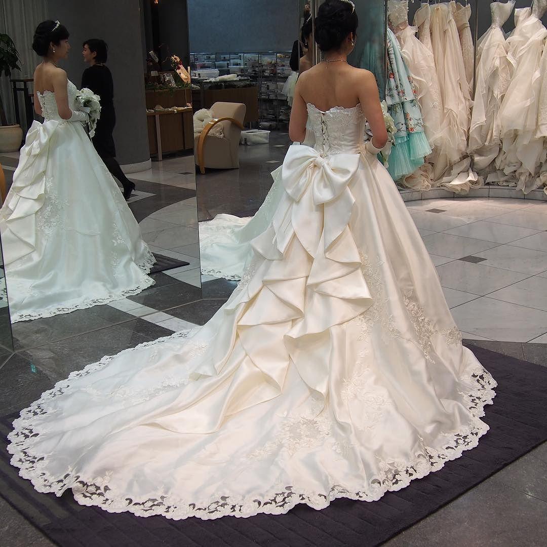 後ろのリボンが可愛くて 結婚式 プレ花嫁 ウェディングドレス