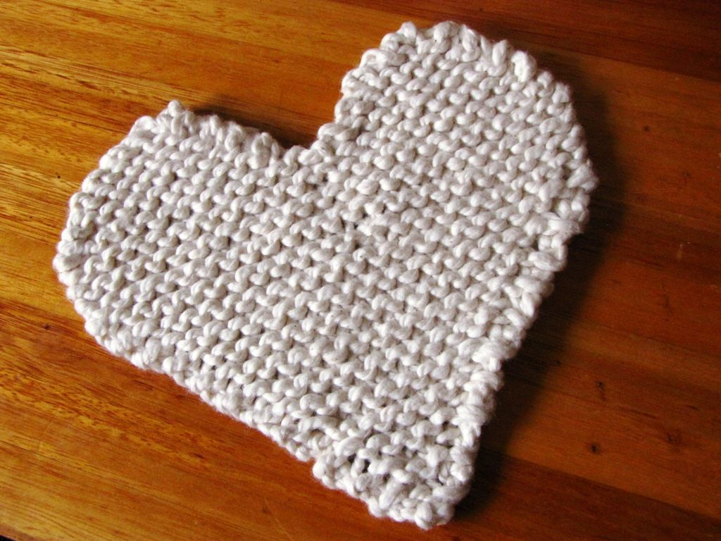I have knitted up this simple Valentine Pot Trivet for our kitchen ...