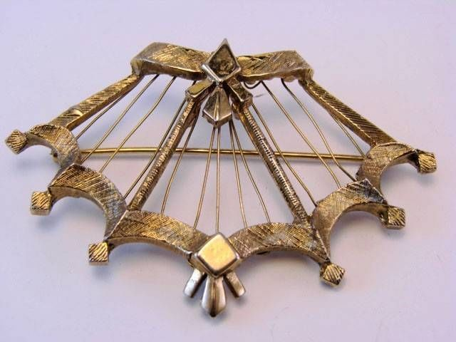 Victorian Gold Tone Brooch Pin Hot Jewelry Flower
