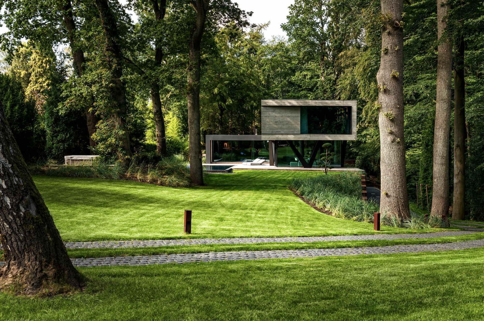 Fuge im Wald Villa bei Hamburg von Querkopf Architekten
