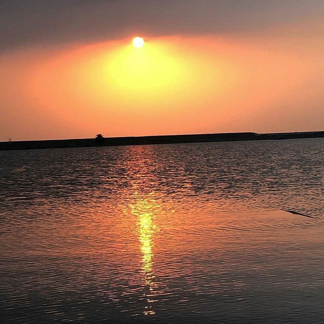 شبكة أجواء الإمارات غروب الشمس اليوم في سد فلي سحب غيوم مطر وادي المناطق الوسطى Dlrt Tm G S Chasers Alyasatnet Instagram Posts Instagram Sunset