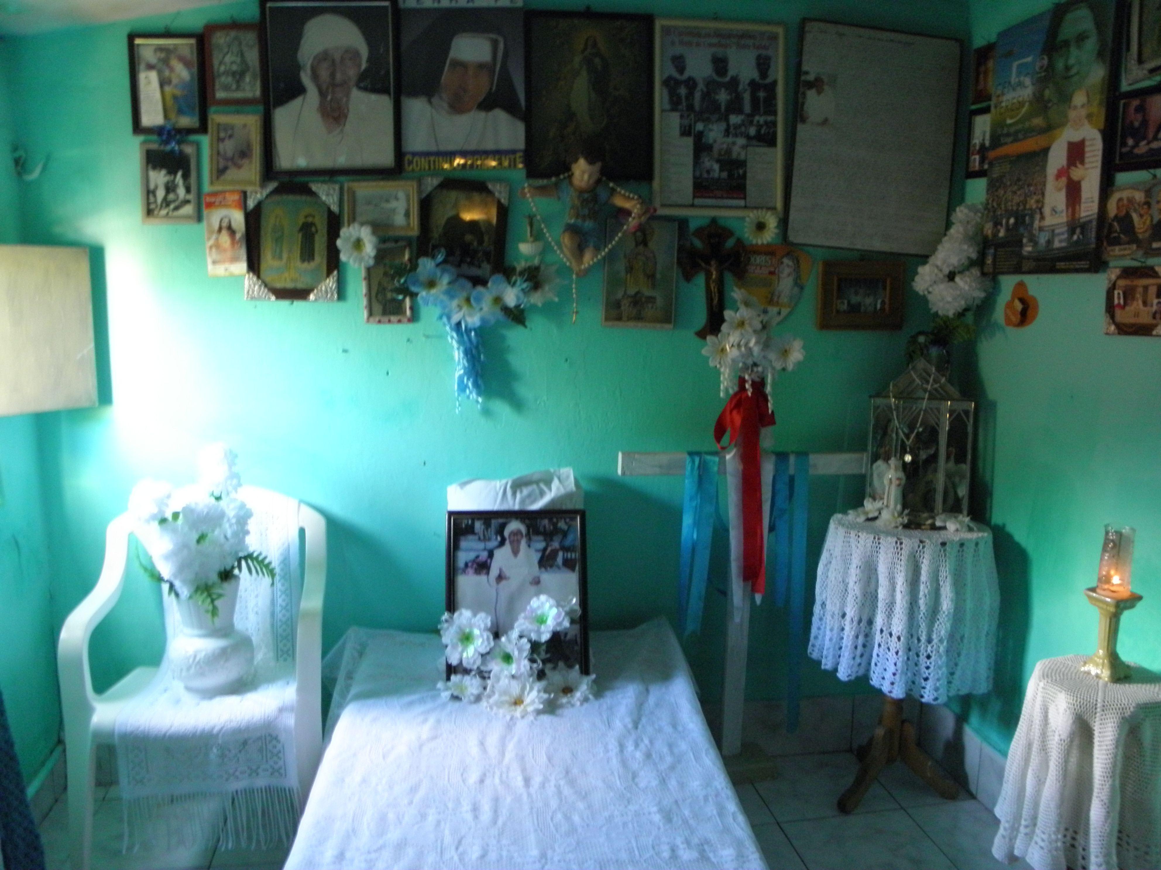 quarto da beata Madrinha Dodô em sua casa de Juazeiro do Norte-CE (foto: Eleuda de Carvalho, jan/2011)